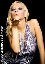 Verführerische Küsse von Frau zu Frau